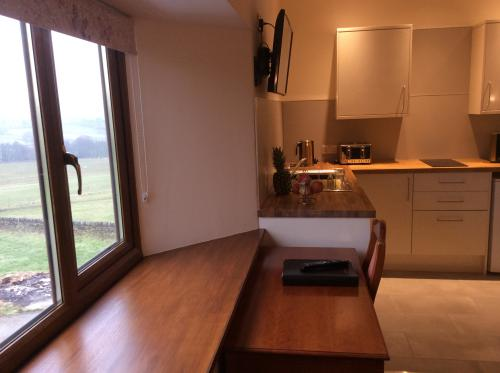 Apartment-Suite-Ensuite with Shower-Countryside view-Serviced Accommodation