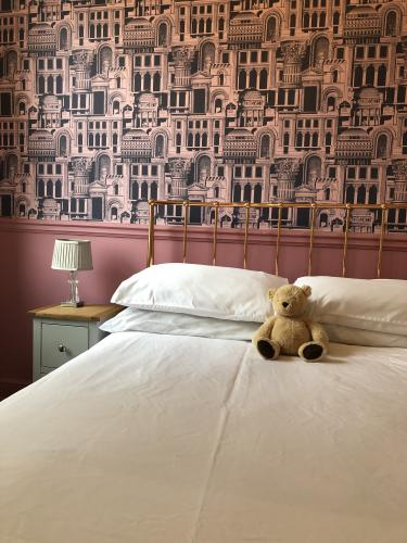 Double room-Economy-Ensuite with Shower-Landmark view-2nd Floor - Bed and Breakfast