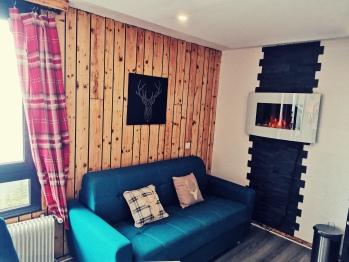 salon avec canpé lit