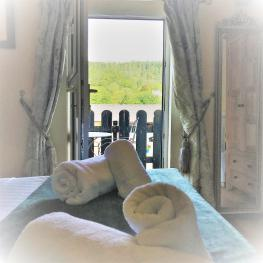 Double room-Superior-Ensuite with Shower-Mountain View - Base Rate
