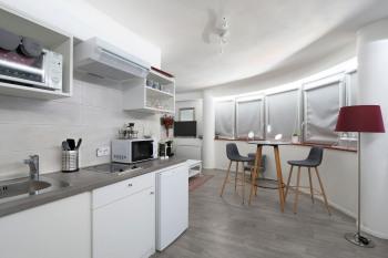 Cuisine et salle à manger en toute intimité rideaux fermés