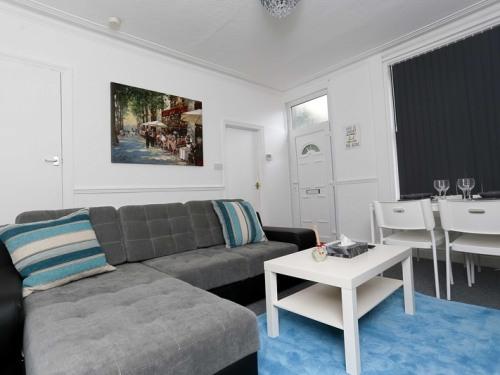 Apartment-Private Bathroom-3 Bedroom / Occupancy 7