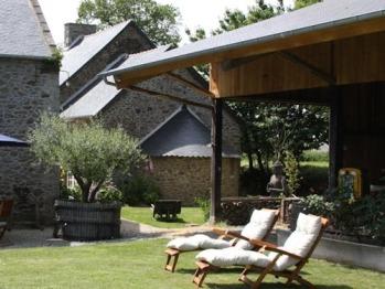 Jardin paysagé de 3000 m2 équipé salon d'été, Hamacs, Lits de soleil, Ping-pong