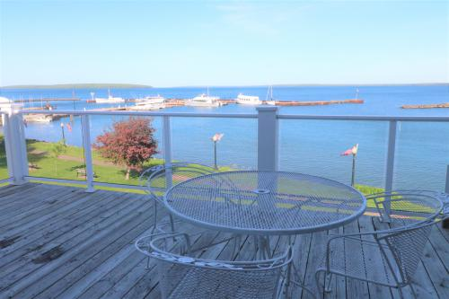 Bayfield On The Lake 303-Condo-Ensuite with Bath-Premier-Lake View