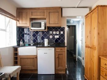 Caledonian Studio Flats - Flat 6 Twin Bed Ground Floor Apartment