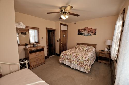 Quad room-Ensuite-Standard-Mountain View-Rm #1 - Base Rate
