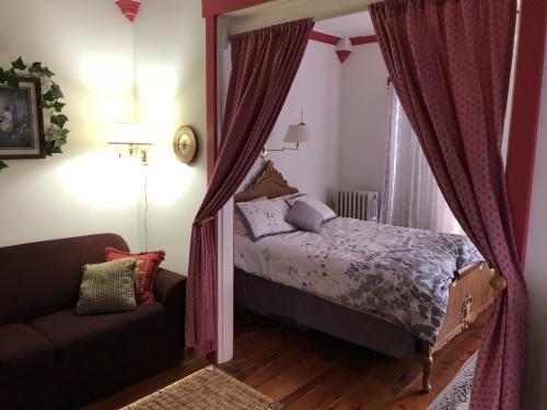 Quad room-Ensuite-Standard-Garden Suite - Base Rate