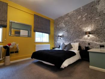 Family-Triple room-Ensuite - Base Rate