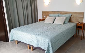 Chambre lit double  160 x 200 cm ou séparable