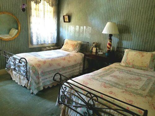 2 Twin Beds- Shared Bath