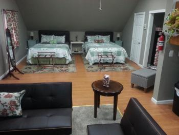 Apple Orchard-Quad room-Deluxe-Ensuite-Balcony - Base Rate