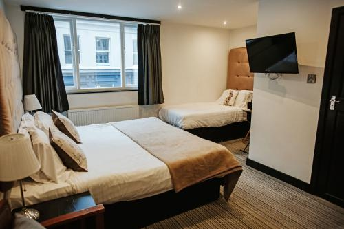 Triple room-Deluxe-Ensuite with Shower - Base Rate