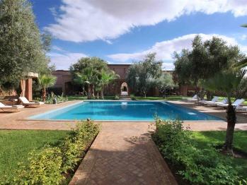 Dar Layyina - Main swimming pool and riad