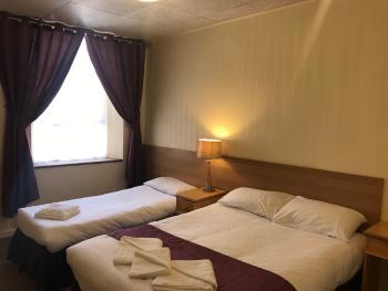 Family room-Ensuite-Sleeps 3 - Base Rate