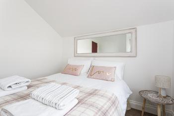 Flat 6 - Double Bedroom