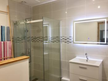 new bathroom with walk-in shower, Grohe shower equipment, toilet