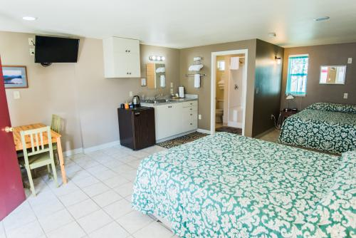 2 Queen room-Quad room-Ensuite with Shower