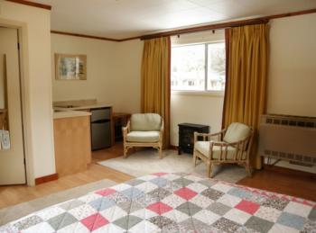 Room 12 - Pet-friendly-Queen-Private Bathroom-Standard - Base Rate