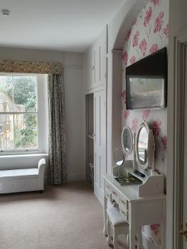 Azalea Room. Smart TV. Dresser. Rear Garden view.