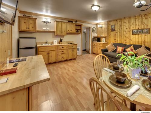 Lake View One Bedroom-Lodge-Lake View-Ensuite with Jet bath-Family - Base Rate