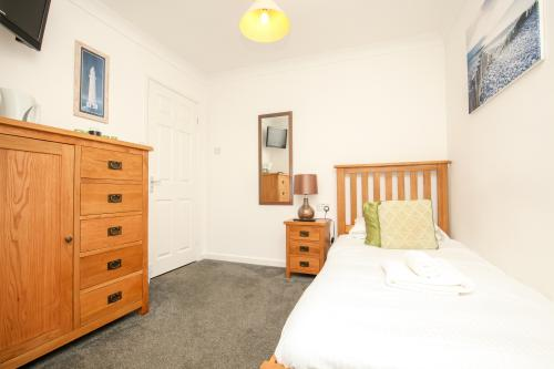 Single room-Ensuite-Room 12