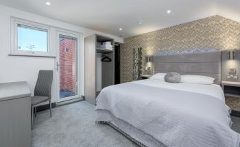 Designer-King-Ensuite with Shower-Balcony
