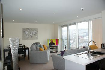 Coastal City Rooms – Waterfront - Spacious open-plan lounge/dining