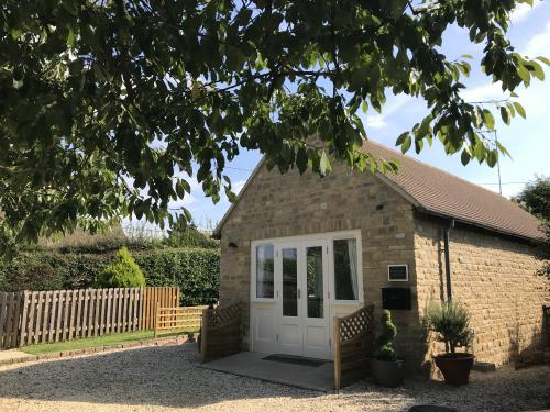 Cottage-Deluxe-Ensuite-Garden View - Base Rate