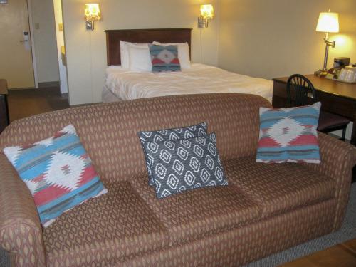 Spruce Large Suite