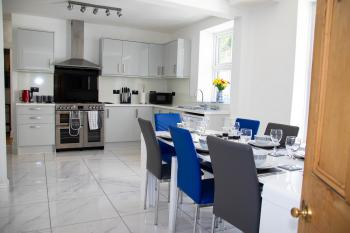 Broadpark Villa - Kitchen and dining