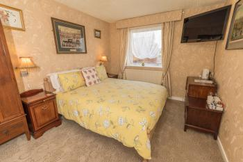 Family room-Standard-Ensuite-Sleeps up to 5 - Base Rate