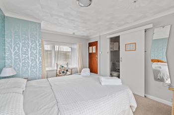 Room 9 Double en-suite with balcony sea view