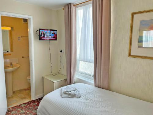 Single room-Standard-Ensuite with Shower-Courtyard View - Base Rate Room Only