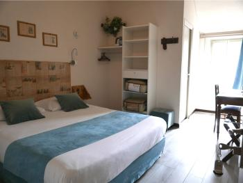 Ségur 2ème étage-Double-Confort-Douche-Vue sur Rue - Tarif de base