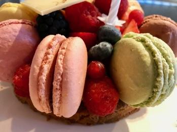 Macaron birthday cake supplement 30euros