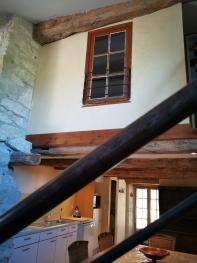 vue sur la chambre avec fenêtre intérieur