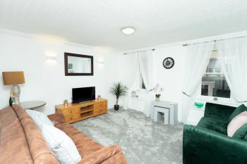 Greyfriars Flat - Relax in the spacious & comfortable lounge