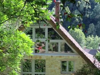 Maison des 5 Temps vue du jardin au temps des cerices