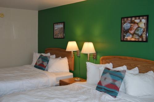 Cedars 2 Queen Room