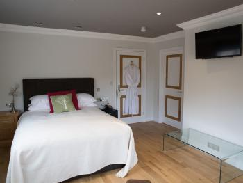 Double room-Deluxe-Wet room-Disabled - Bungalow Room