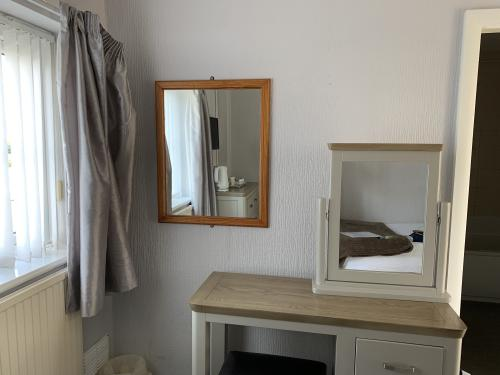 Comfort-Single room-Ensuite with Bath-Room 8 - Base Rate