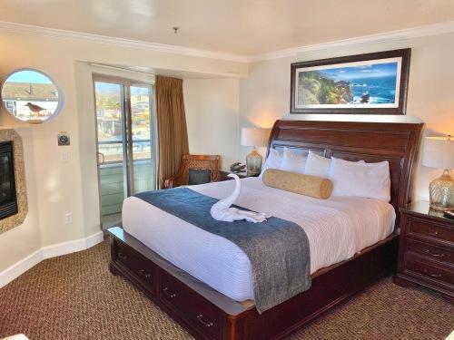 MORRO ROCK Room-King-Private Bathroom-Premium-Ocean View