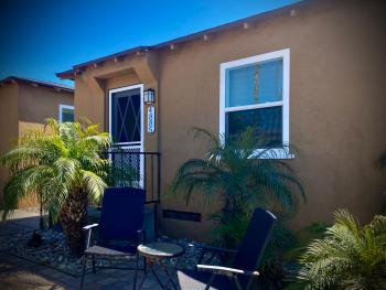 Cottage 5-Standard-Ensuite-Cottage-Courtyard view - Daily Rentals