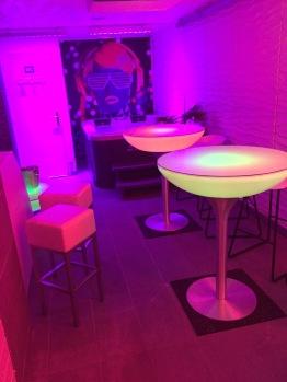 Les bains Lounge mini discothèque  avec table led et bar