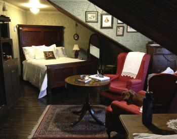 Triple room-Private Bathroom-Standard-Blanche Cascaden Room