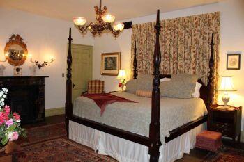 Kellogg guestroom