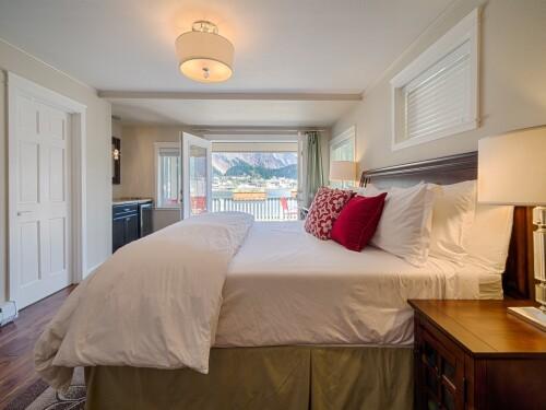 Junior Suite-Ensuite-Superior-Harbor View-Harbor View