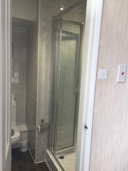 Double/Twin room bathroom