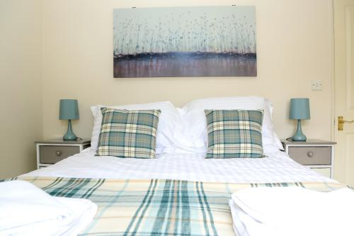 Thetford Riverside Lodge (Sleeps up to 6) - Minimum Stay 2 Nights