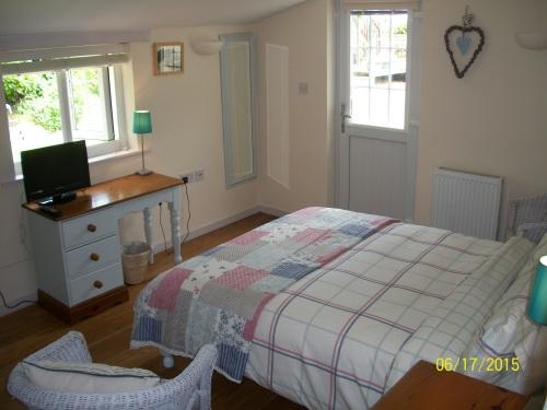 Double room-Comfort-Ensuite with Shower-Garden View-The Garden Room